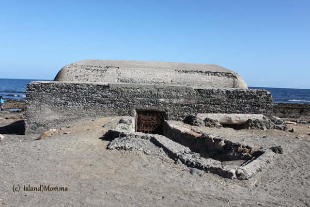 This bunker sits very close to the ocean on the rocky beach at Playa Cabezo. The photo above is a detail from the doorway.