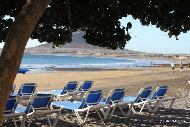 A beach is a beach? Well, no, not for me anyways. The resorts have some fine beaches, but you can always find a spot within the comfort zone of your personal space in El Médano. See how it stretches along the bay?