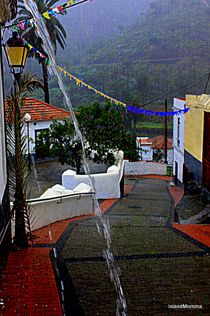 Not sure if you can see this so well, on the road at the side of my house, water gushing from an overflow, the steep street like a stream, and very sad bunting left from the Bajada de la Virgen last week.