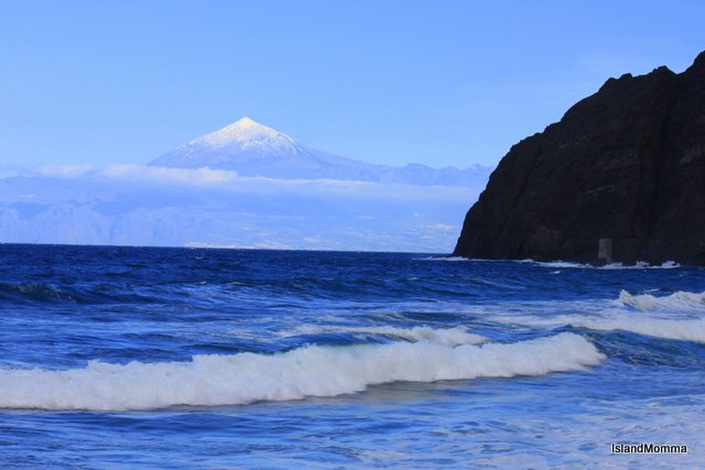 Playa Santa Catalina La Gomera with snowclad Tenerife on horizon