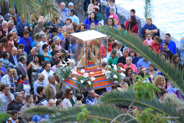 Crowd welcomes virgin of Guadalupe hermigua la gomera