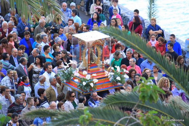 Crowd welcomes virgin of Guadalupe hermigua la gomera