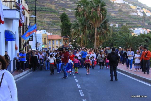 Main street Hermigua procession bajada 2013