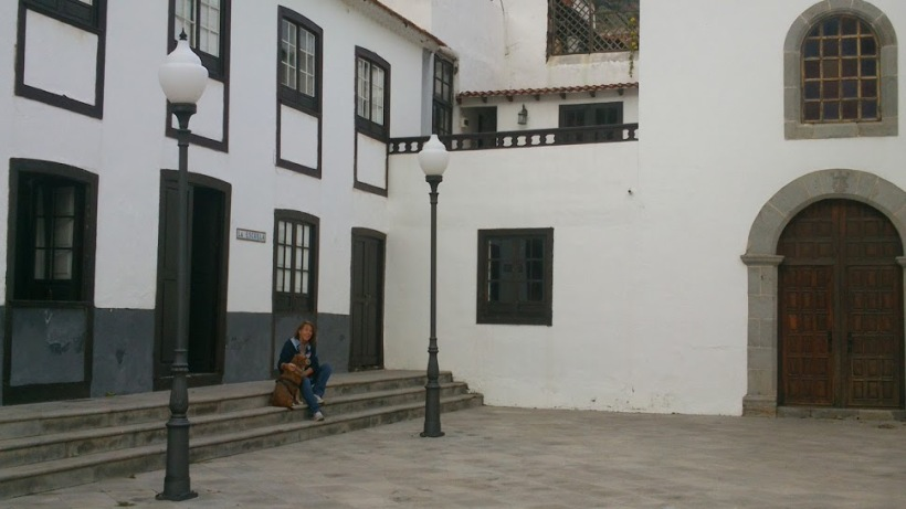 Trix & me on the steps of the apartment in La Gomera