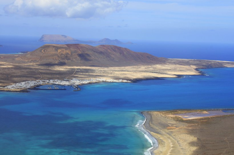La Graciosa and Alegranza beyond