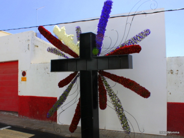 """This sombre and effective work is by Ángela Batitsta of Tacoronte in the north of Tenerife. The inscription reads: """"The time of Christ death on the cross the sky turned dark there were thunder and lightning announcing that he left us and is no longer among the living, leaving a large gap and shame to those that loved him and bewildered to those that guarded him."""""""